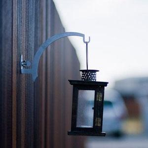 DONK Curvy: Wandhalter aus Edelstahl für Blumenampeln, Blumentöpfe, Blumenkästen - für Gartengestaltung, Trennwände, Holzpaneele, Mauerwerk oder einfach zur Deko