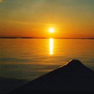 Sonnenuntergänge wie am Meer zu zweit im Boot erleben.