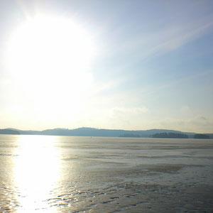 ... jedoch auf dem See bleibt das Eis noch eine Weile, ...