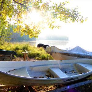 ... und Sie einlädt, zu letzten Bootsfahrten im Jahr, zum Angeln, Krebse fangen oder einfach, um den Zauber des Herbstes einzufangen.