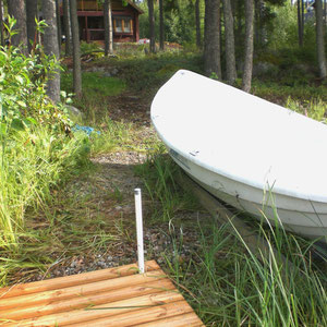 Zeit für Ihre Aktivitäten auf dem See: Blick von unserem Anlegeplatz am Ufer zum Haus (50 m).