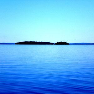 """Erleben Sie im Sommer das intensive """"weiss - blaue"""" Panorama des Sees."""
