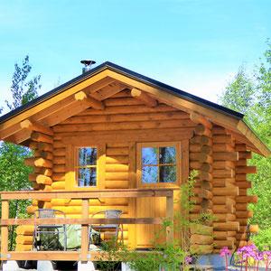 Ihre eigene traditionelle finnische Blockhaus-Sauna wartet direkt am Haus auf Sie, nur 50 m vom See und für Gemütliche, nur 10 m zur Dusche im Haus.