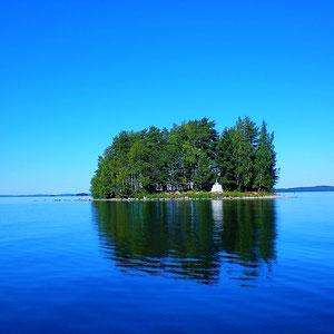 Eine der vielen Inseln des großen, naturgeschützten Archipels.