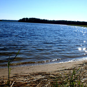 Suchen Sie sich einen einsamen Sandstrand und erkunden Sie von dort aus die Insel. Vielleicht relaxen Sie zu zweit auch am Beach und genießen die Einsam- und Zweisamkeit. Kinder können an der Küste oder auf den Pfaden der Insel auf Entdeckungstour gehen.