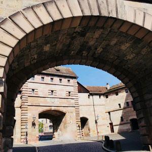 Stadtmauer und Stadttor in Nürnberg Sehenswürdigkeiten Deutschland Nürnberg
