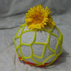 Moderne Blumenurne.Blumen nach Ihren Wunsch