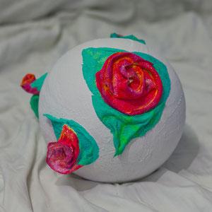 Rosen aus Gips und Stoffarben