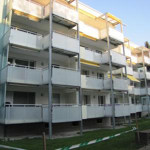 Balkon-Erweiterung mit Glasgeländer