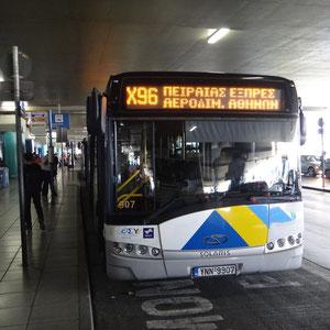 Anreise mit dem Bus vom Flughafen Athen bis zum Hafen