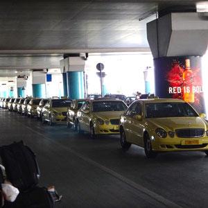 Anreise mit dem Taxi vom Flughafen Athen bis zum Hafen
