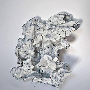 O.S., 2018. Porcelaine, métal. 39x35x12cm