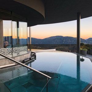Whirlpool bei Sonnenuntergang, Hotel Chalet Mirabell