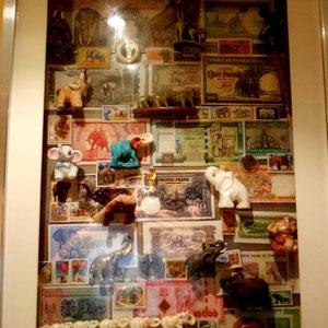 Miscelánea 2 de elefantes (cristal, metal, cerámica, resina, plástico, madera, en sellos, en monedas, en billetes)