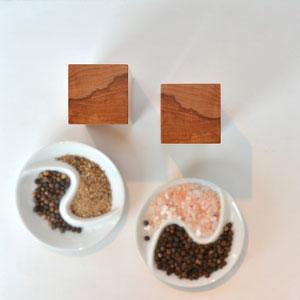 exklusive Sets mit Holz Pfeffermühle und Salzmühle mit perfekter Symmetrie - einzigartige Tischdekoration