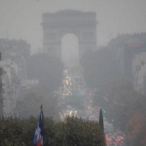 La Défense  - Sicht Richtung Arc de Triomphe