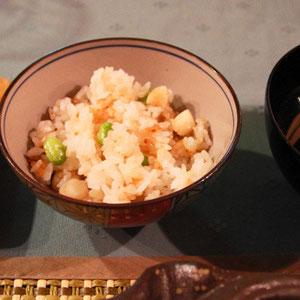 帆立小柱と枝豆の炊き込みご飯 香の物 やっぱご飯も嬉しいおこげもあって旨い!