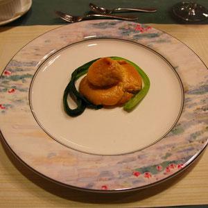 帆立貝とさつまいものザバイオーネソース焼き  さつまいもと帆立貝は、合わないなあ。それにザバイオーネソースの組み合わせはねぇ... あくまでも個人の感想です