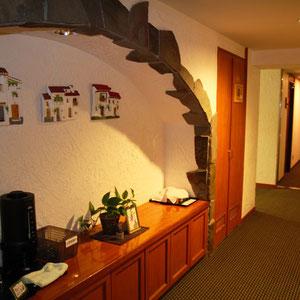 廊下には竜王山の冷たい湧き水サーバーのサービスも。とてもおいしい水でした。(全部飲んじゃった)