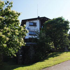 ホテル ホワイトイン・北志賀  夏にはプールやジャグジーも使える
