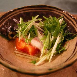 ふんわり鯛が優しいお味 織部焼きの器が素敵だ!