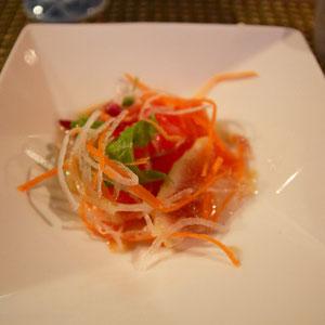 信州サーモンのサラダ仕立て 燻製の香りもよくお野菜とマッチ 魚の生臭さゼロ