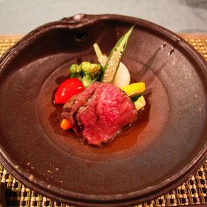 信州和牛の柚子胡椒ソース 料理に合わせたセンスの良い器も料理のうち!