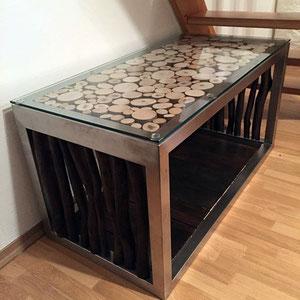 Wohnzimmertisch mit Glas und Holz