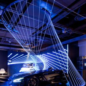 """PEUGEOT AVENUE X SAGUEZ&PARTNERS > """"electro mobility"""". installation en fibres optiques pour traduire les flux électriques."""