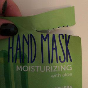 Angolo semi aperto per favorire l'apertura bustina maschera mani e unghie shaka