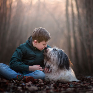 Kind und Hund tierische Freundschaft