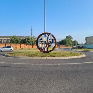 Ein bisschen Kunst- Kreisverkehr Heinitzhof