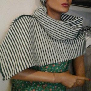 Schal aus Westenrumpf, verkauft, Idee und Ausführung: Beate Gernhardt, Foto: Jan Gernhardt