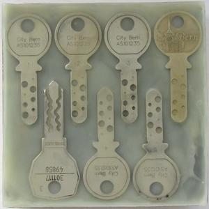 Schlüsselübergabe ATELIERTURM – Schlüssel auf Holz, in Wachs gegossen – 2019