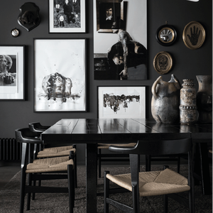 Black Walls For Art - PASiNGA Blog, image via decocrush