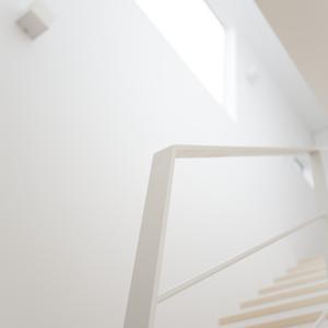 光が降りそそぐ階段