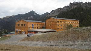 Unser Hotel in Malbun: JUFA-Hotel, direkt am Ortseingang, rechter Hand. Direkt in Gehweite befinden sich die außerdem Ski-Pisten, unsere Unterkunft bietet sogar einen eigenen Ski-Eingang mit Umkleidekabinen...
