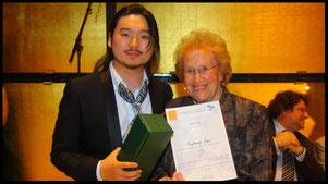 2011 Eungkwang Lee with Ks. Hilde Zadek. © Foto Fayer, 800x450pixel