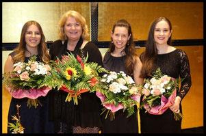 Mag. Gabriele Korn mit Assistentinnen Eva Unterhofer (links), Marie Therese Milotta-Berka und Josipa Bainac (rechts)