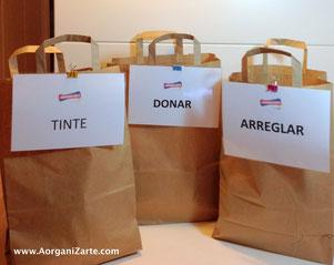 Distribuye en bolsas las prendas para el tinte, para donar y para arreglar - www.AorganiZarte.com
