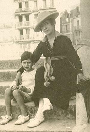 avec sa mère Georgette