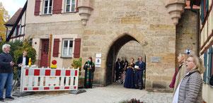 Die kirchliche Trauung der Sängerin Yvonne Schollerer an einem sonnigen Samstag im Oktober