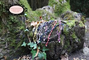 Bracelets foire aux Fées du Petit Monde, simple, double rang. J'ai parsemé aléatoirement un coton délicatement travaillé de Rocailles de Bohème