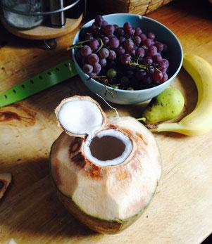 Frische junge Kokosnuss - genial im Smoothie!!