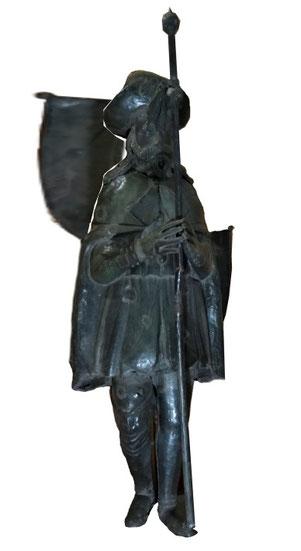 Simulazione di statua con segna a vento corretto.