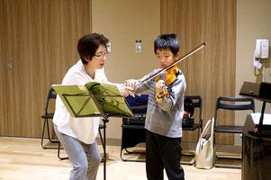 小学生のヴァイオリンレッスン