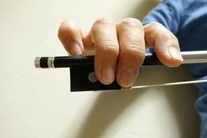 ヴァイオリンの弓の使い方・指弓