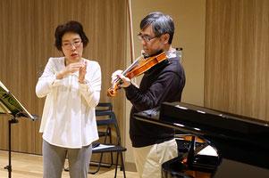 勉強会でのヴァイオリンレッスン風景