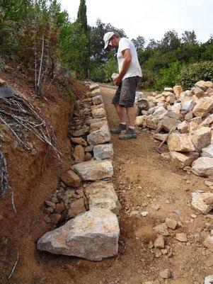 dry-stone-wall-construction-issambres-var