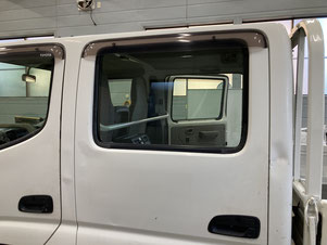 施工例1(施工前)働く車の運転席ガラスへのスモークフィルム貼り【カーフレッシュ新潟】